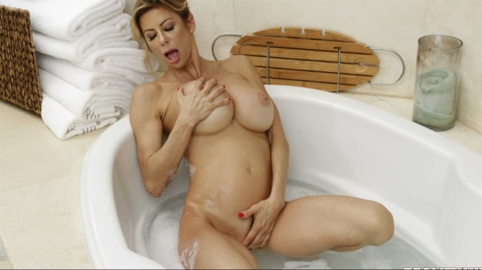 Alexis Fawx in Threesome With Harmony