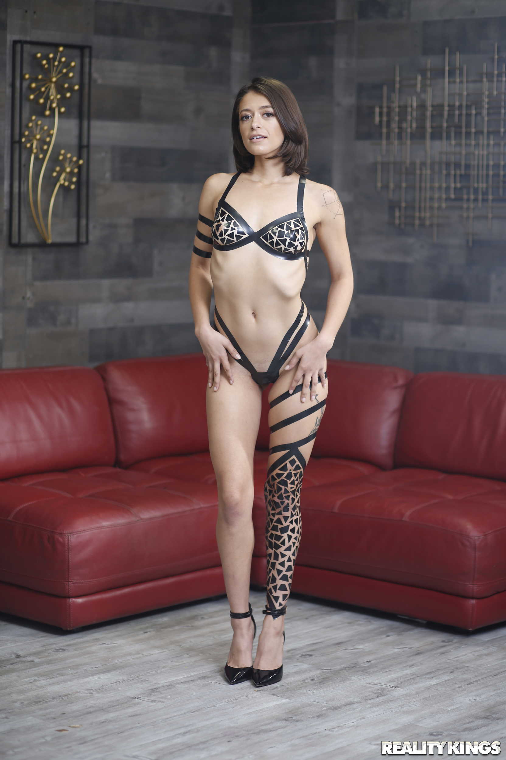 Izzy Bell - Taped Up Hottie | Picture (22)